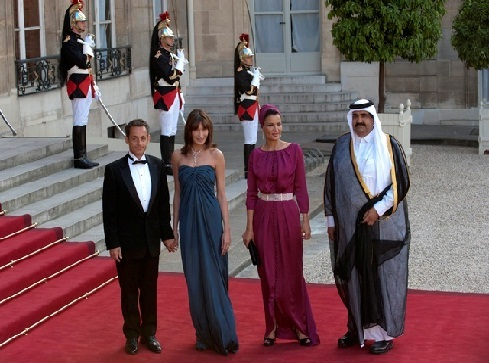 Qatar`s Emir Sheik Hamad Al Thani and his wife with Sarkozy and his wife