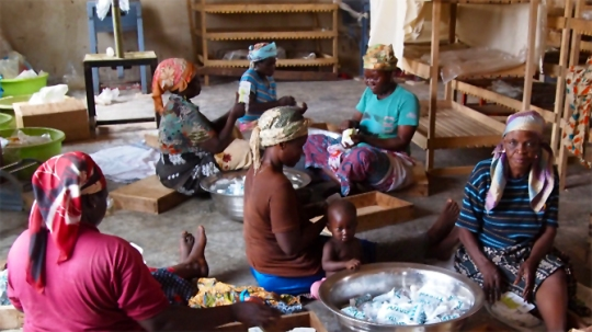 These Africans producing Shea butter are offered extremely low prices